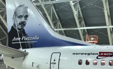 Llega este lunes el primer avión de Norwegian a la Argentina con la imagen de Astor Piazzolla