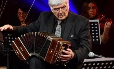 El bandoneón de Osvaldo Piro, heredero de Troilo, celebra sus 80 años