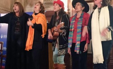 Carabajal, Cafrune, Mamani y Pirén recibieron el premio Nelly Omar en el Senado de la Nación