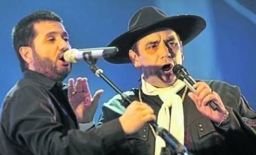 Jorge Rojas y el Chaqueño en la Serenata al héroe gaucho en Salta