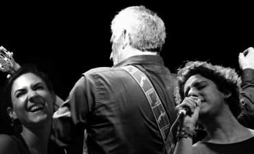 Rienda suelta a la mejor música de Peteco Carabajal en el Caff junto a su hijo Homero y Martina Ulrich