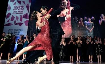 """Una santiagueña y un japonés ganaron la final """"Tango escenario"""""""