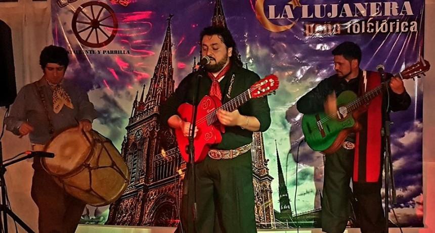 """""""La Lujanera Peña"""" festejo su primer aniversario junto a su artista exclusivo """"Yuyo Gonzalo"""""""