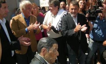 De la Sota inauguró esculturas en la plaza Próspero Molina