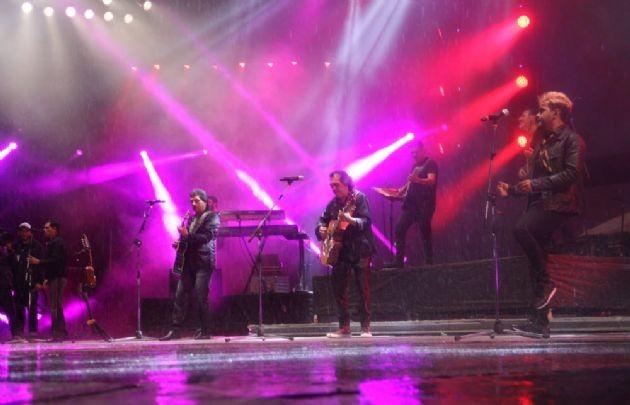 De la sensibilidad de Raúl Barboza al cierre de Los Nocheros bajo la lluvia en la séptima luna