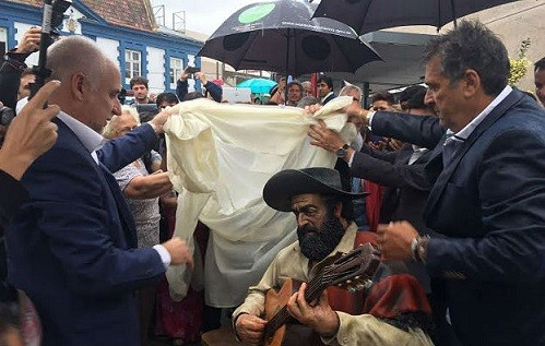 Jorge Cafrune ya tiene su estatua en la plaza Próspero Molina