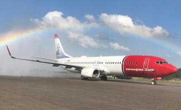 Llegó al país el primer avión de Norwegian, que homenajea a Astor Piazzolla