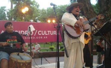 Martínez a puro folklore en la Plaza 9 de Julio