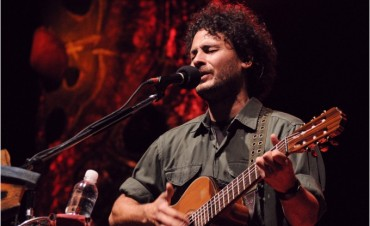Raly Barrionuevo presenta su último disco en el Konex