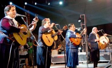 La última noche de la 21° edición del Festival del Artesano cerró con Los Manseros Santiagueños