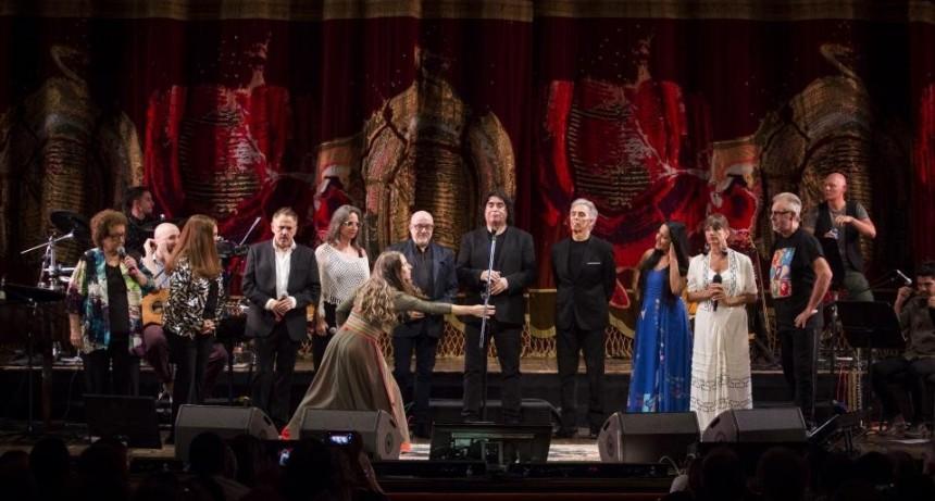 """""""Gracias maestra"""": el emotivo homenaje a Mercedes Sosa en el Teatro Colón"""