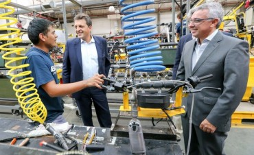 Massa y Zamora visitaron la empresa de motocicletas Beta radicada en Tigre