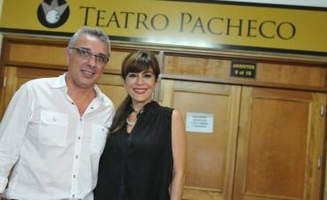Carolina Papaleo deleitó a los vecinos en el Teatro Pacheco