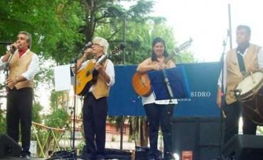 Otra jornada a puro folklore en la plaza 9 de Julio en San Isidro