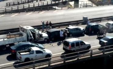 Un choque en la Autopista 25 de Mayo Siete heridos y demoras por el choque