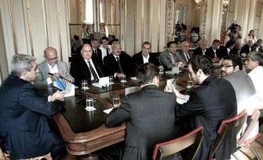 Aníbal Fernández y Kicillof informan sobre el encuentro con cámaras de transportes