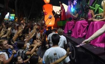 Miles de turistas mendocinos vibraron al compás de carrusel vendimial