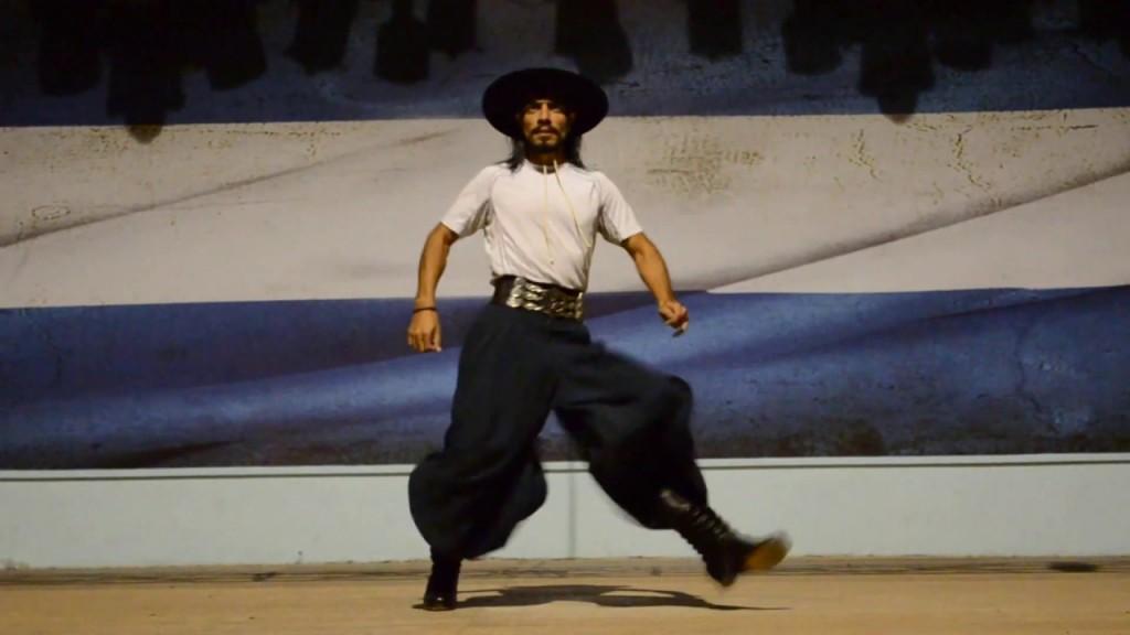 El malambista santiagueño que bailó con los pies ensangrentados y terminó haciendo su show en cruceros de lujo