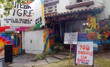 Docentes de Tigre permanecen en la Jefatura Regional en reclamo de sueldos adeudados y mejor infraestructura
