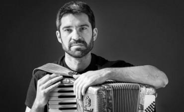 El acordeonista y compositor Hernán Crespo llega a los escenarios porteños  con su nuevo material