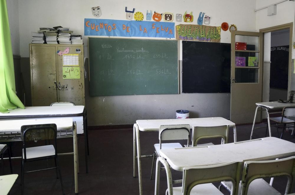 Los maestros porteños continúan de paro tras muertes de docentes por coronavirus