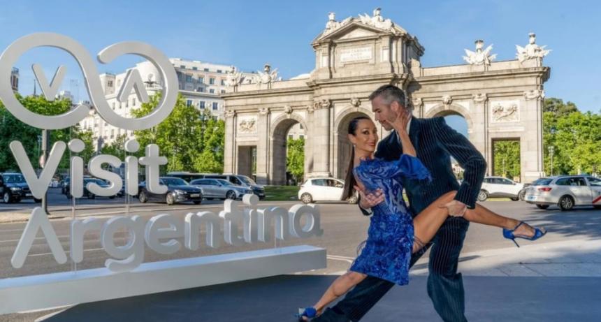 Argentina conquistó las calles de Madrid con el tango