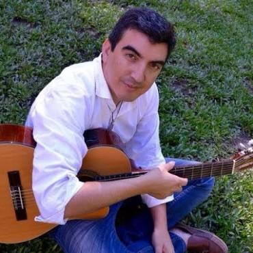 """El cantautor santiagueño Iván Camaño presentará su nuevo disco """"De Punta y Hacha"""" en el Opera"""