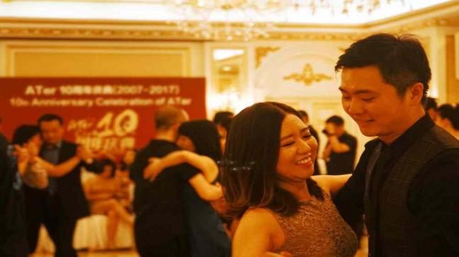 La primera milonga en China cumplió 10 años y cada día se suman más bailarines