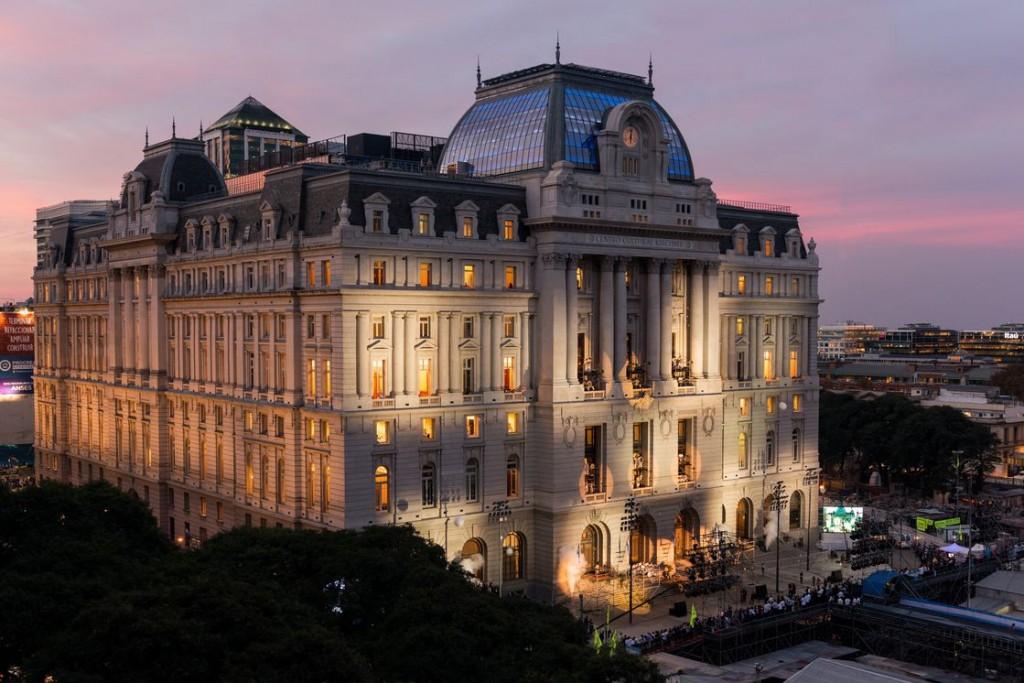 Reabre el Centro Cultural Kirchner solo para conciertos y lanza las becas del Proyecto Ballena