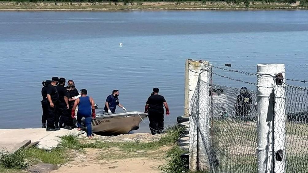 Hallaron el cadáver de un hombre maniatado a orillas de un río