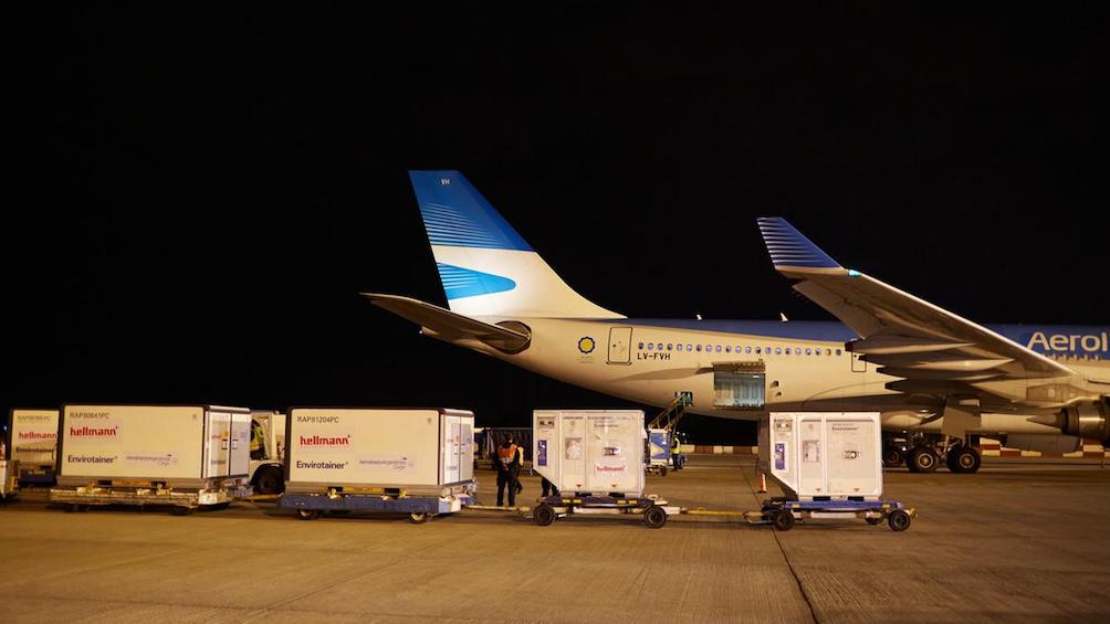 Arribó otro vuelo de China con más de 760 mil dosis de vacunas Sinopharm