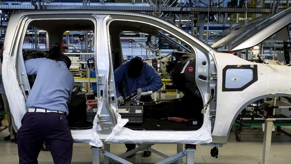 La industria creció 8,2% en junio contra 2019 gracias a la construcción y las automotrices