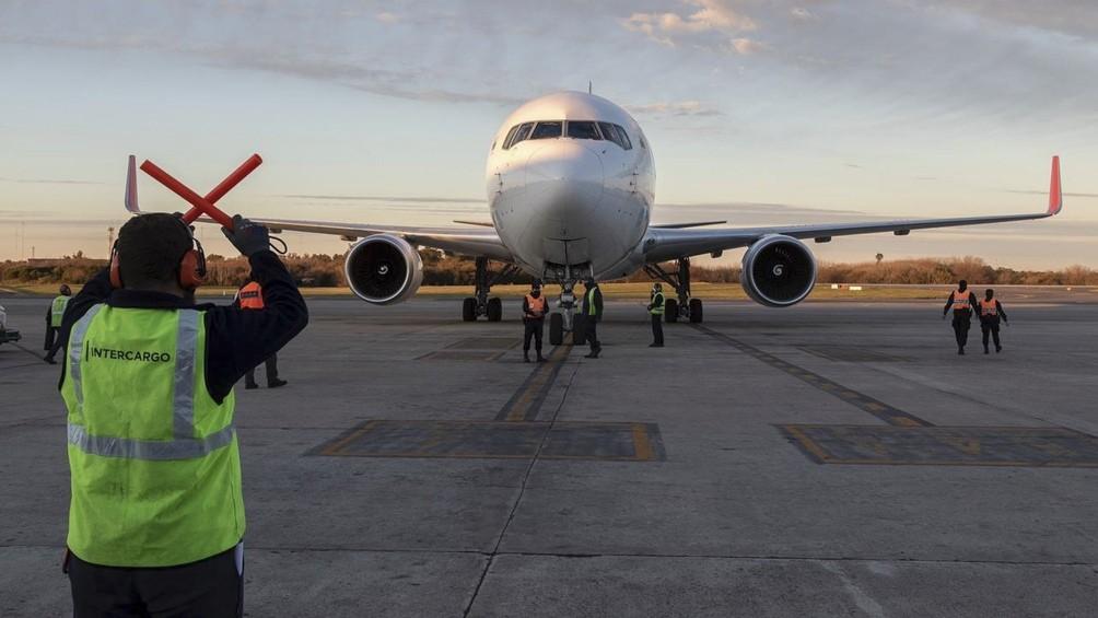 Llegó un vuelo con más de 800 mil dosis de AstraZeneca y Argentina llegó a casi 42 millones de vacunas