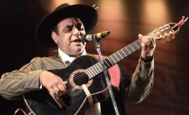 El chaqueño Palavecino presentó su nuevo disco con un asado en Boca