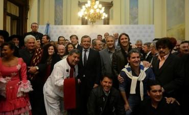 """Entregaron """"Distinción de Honor"""" a reconocidos artistas folklóricos"""