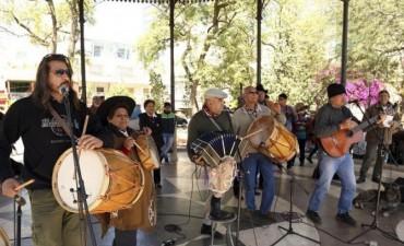 """Homenaje al bombisto y vidalero """"Fatiga"""" Reynoso en Santiago del Estero"""