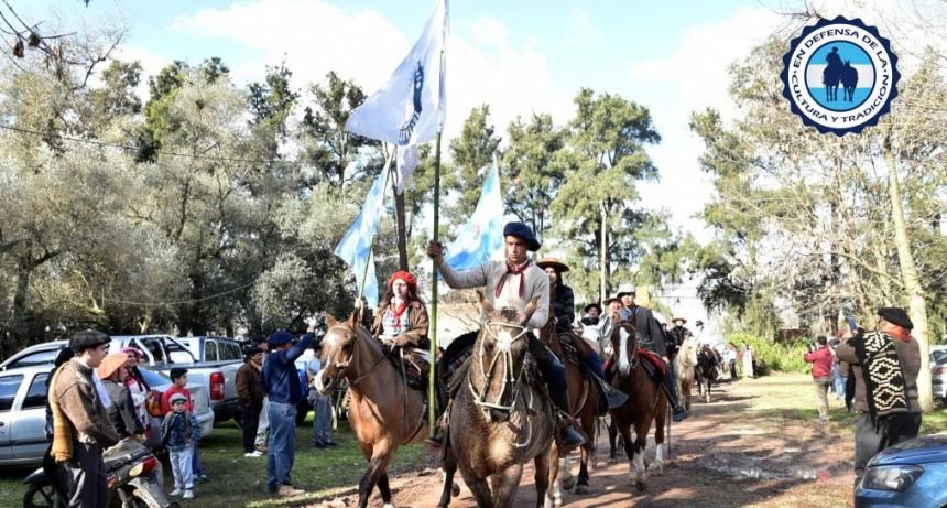 Denuncian que el intendente Oscar Luciani de Lujan impidió la llegada de una cabalgata gaucha
