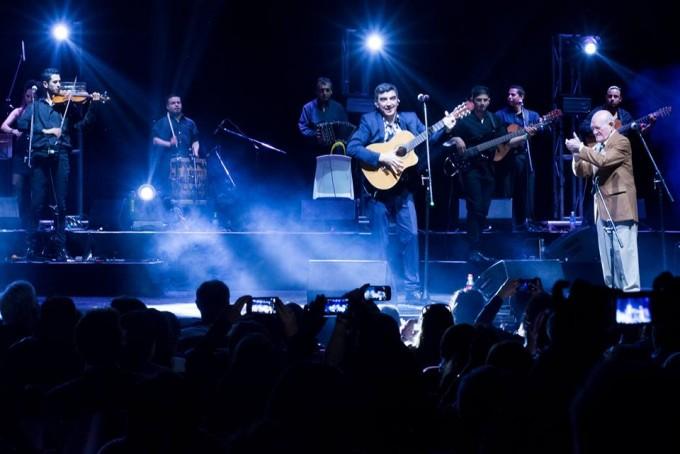 El santiagueño Iván Camaño volvió al teatro Ópera Allianz para seguir abrazado con el éxito