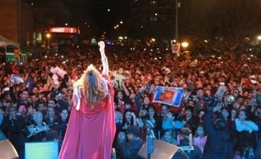 Soledad Pastorutti deslumbró en las Fiestas Patronales de San Miguel