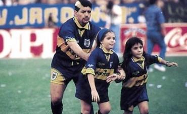 Hace 20 años Maradona regresaba a Boca ante una Bombonera de gala que le rindió pleitesía