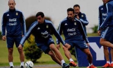 Correa reemplazaría a Messi y Agüero trabajó diferenciado