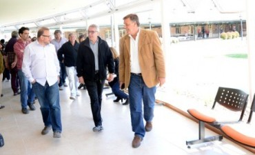 Julio Zamora recorrió la nueva sala de espera de la Estación Fluvial