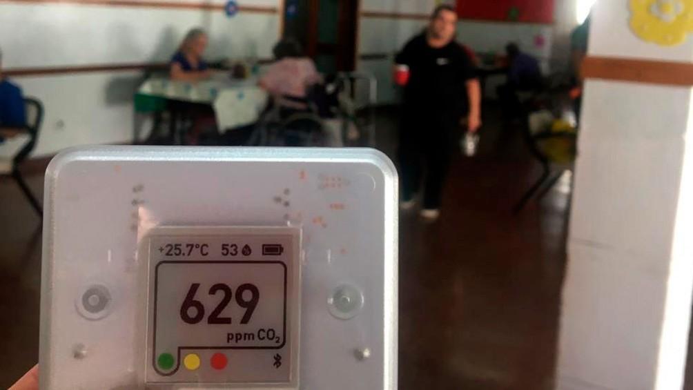 Treinta escuelas porteñas se unieron para construir medidores de dióxido de carbono