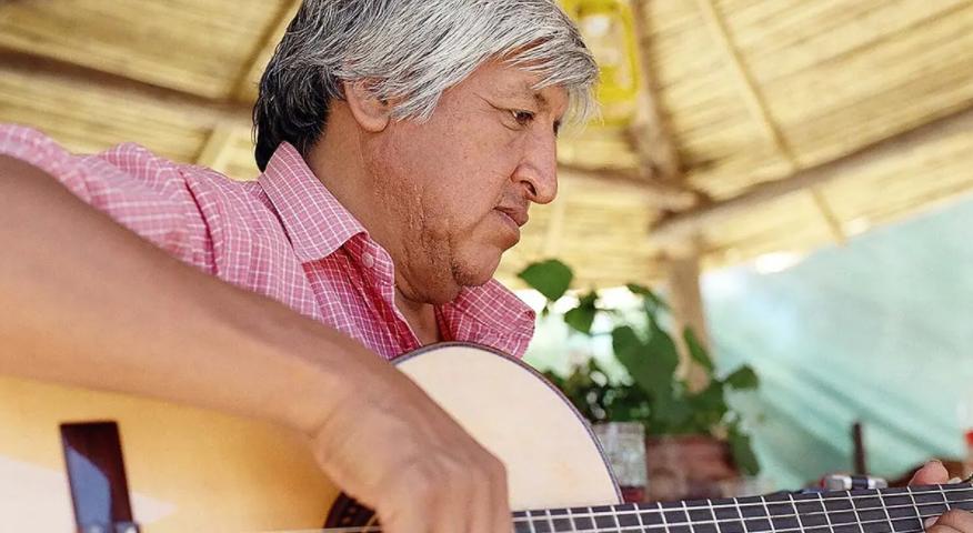 """""""Vilca, la magia del silencio"""", la historia del atractivo músico jujeño llega al Malba Cuerpo"""