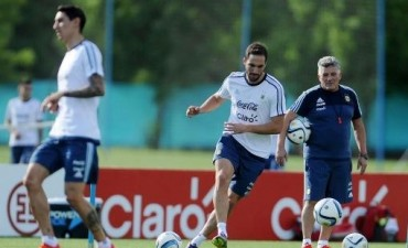Higuaín y Banega asoman como titulares para el clásico frente a Brasil