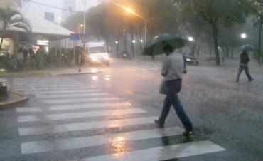 Rige un alerta por tormentas fuertes en Bs As centro y litoral del país