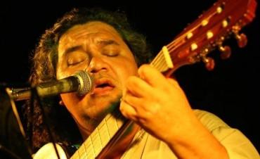 Lucho Hoyos sintetiza más de tres décadas de guitarra tucumana