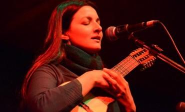 "La charanguista Aldana Bello presenta ""Puñuuay"""