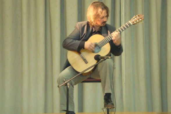 El músico argentino Jorge Dellegracie, durante una de sus presentaciones pasadas.