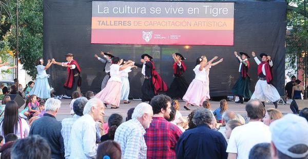 Los Talleres artísticos de Tigre se mostraron en la plaza